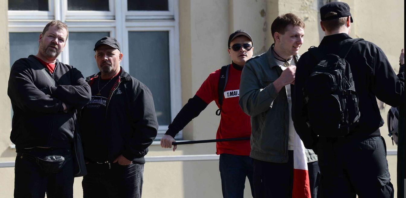 """Fürth: Weißenburger beim Aufmarsch der rechtsradikalen Partei """"Der 3 ..."""